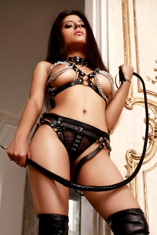 Amaya Hot Young 34C Slim and slender Marylebone London Escort