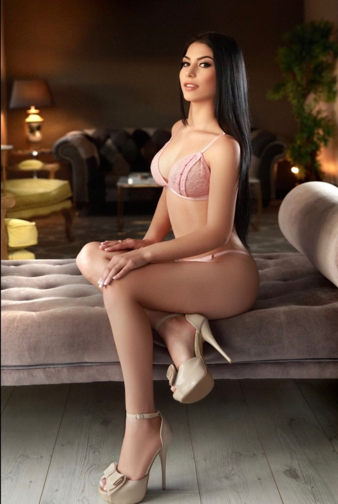 Amora Young 34B Slim and Slender Marble Arch Escort in London