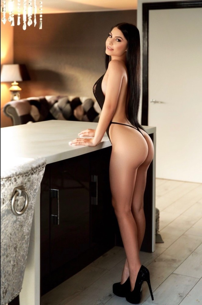 Amora 34B Slim and Slender Marble Arch Escort in London