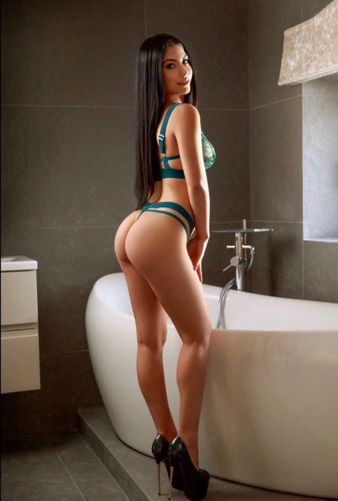 Amora Slim and Slender Marble Arch Escort in London