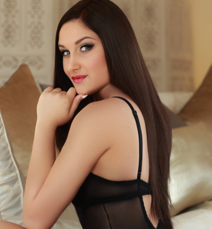 Roberta Bond Street Escort wearing black lingerie and red heels at 24hr London Escorts
