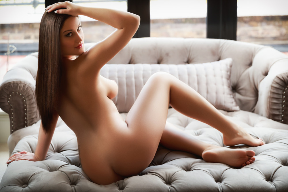 Roberta Bond Street Escort wearing her perfect birthday suit and 24hr London Escorts