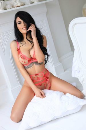High Street Kensington Escort Shelly